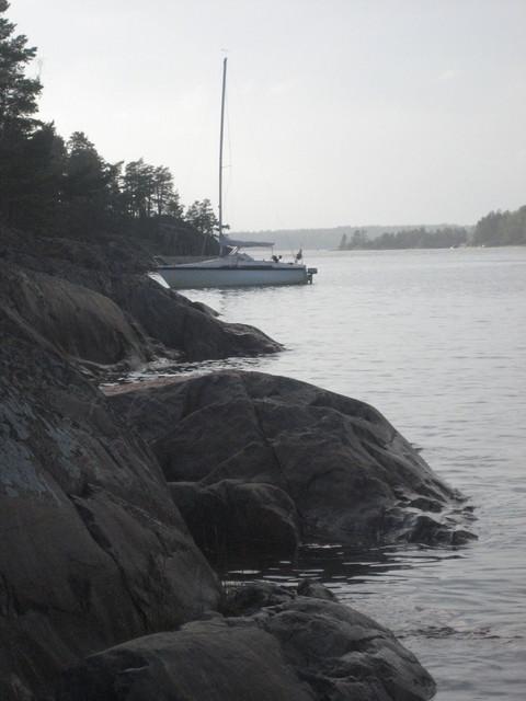 Ankkurissa Byxholmenin rannassa Tammisaaren saaristossa.