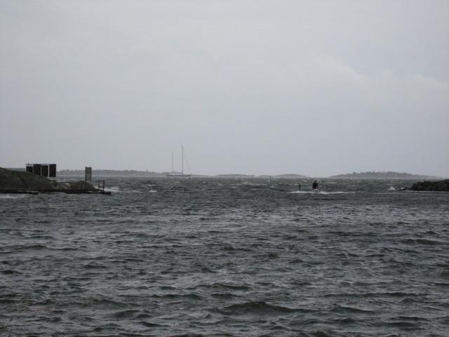 Jumissa Hangossa, tuulta virallisilla mittausasemilla noin 20m/s